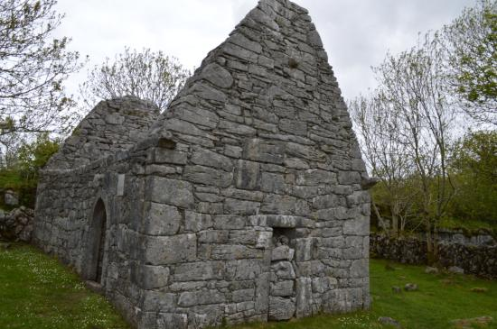 Temple Cronan: Original doorway blocked up in favour of Romanesque arched version