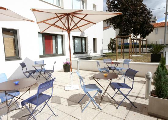 Novotel Suites Clermont Ferrand Polydome : la terrasse