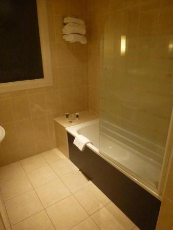 Mercure Angers Centre Gare : Bathroom