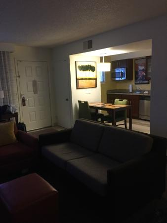 Residence Inn Oxnard River Ridge : Couch