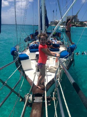 Simpson Bay, St-Martin/St Maarten: Nice view from the bow as someone is about to swing into the beautiful water below