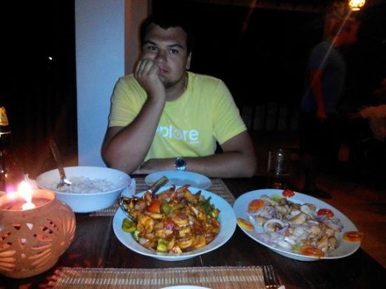 فيلا تانجال لاجون: deviled shrimps and grilled calmary