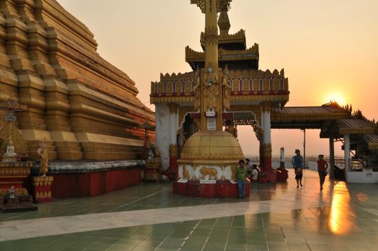 Bago, Birmânia: Pé do pagode