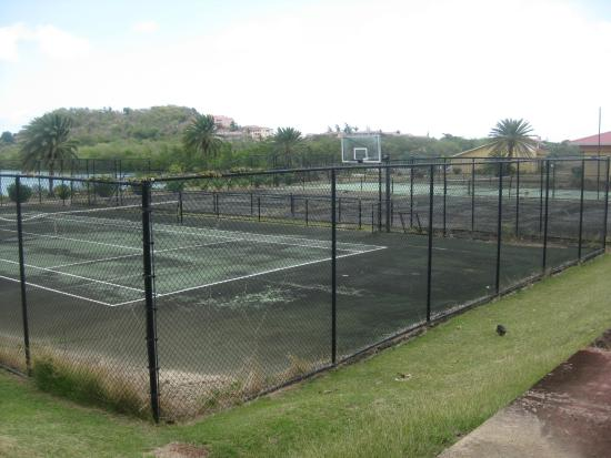Grand Royal Antiguan Beach Resort: Derelict Tennis Courts