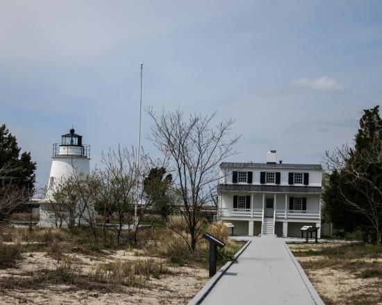 Piney Point Lighthouse: the keepers home and the lighthouse