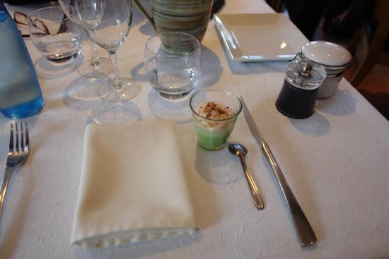 Auberge Cigaloise : Table et mise en bouche