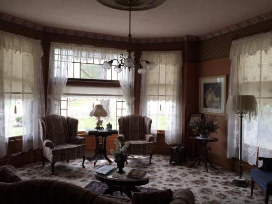 The Grand Victorian B&B: Just one of the parlors