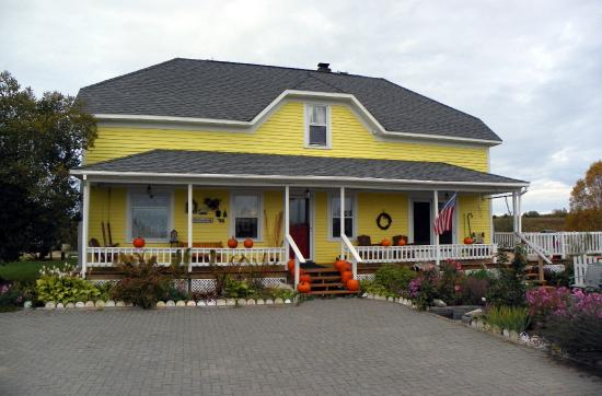 Engadine, MI: Sandtown Farmhouse B&B