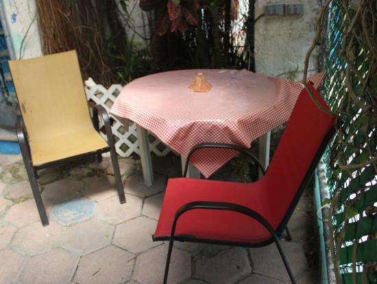 Posada Marpez : Zona común en patio delantero
