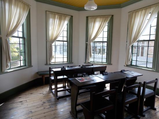 Former Hirosaki City Library: 旧弘前市立図書館(婦人閲覧室)