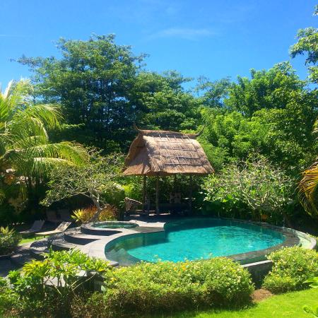 Lullaby Bungalows: Pool area