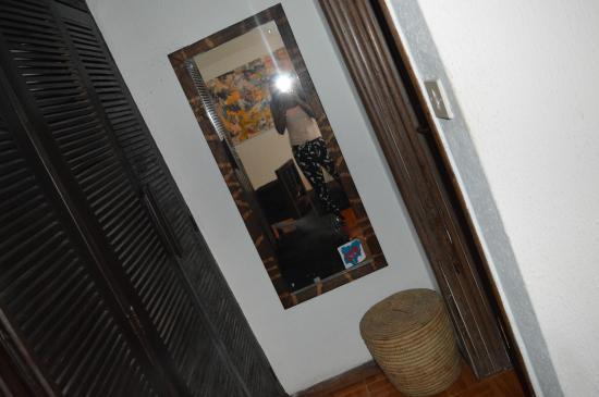 Bogobiri House Lagos: Bedroom mirror