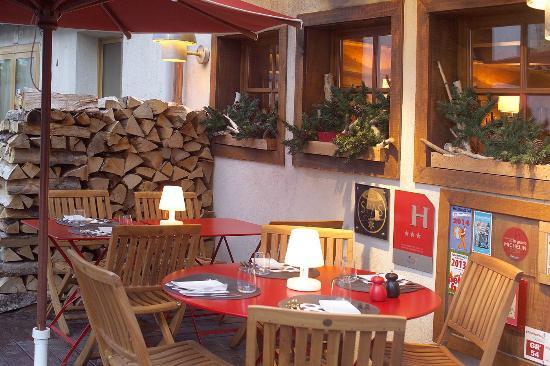 Le Pre des Ors : Terrasse du restaurant de la résidence du Pré des Ors
