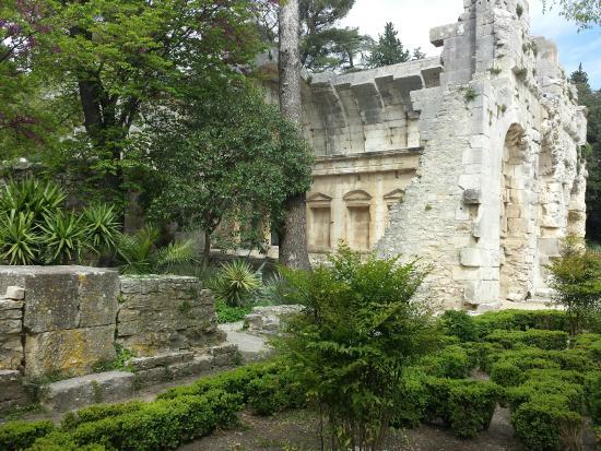 temple de diane picture of jardins de la fontaine nimes tripadvisor. Black Bedroom Furniture Sets. Home Design Ideas