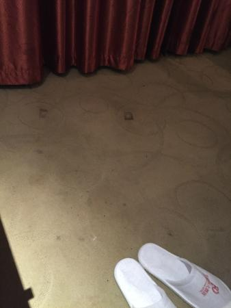 Laizhou, Chine : Dirty Rug in my Room