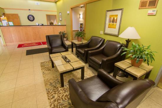 Econo Lodge River Falls: Lobby