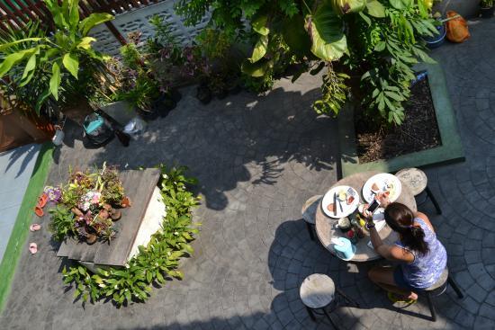 บ้านเล็ก โฮมสเตย์: garden
