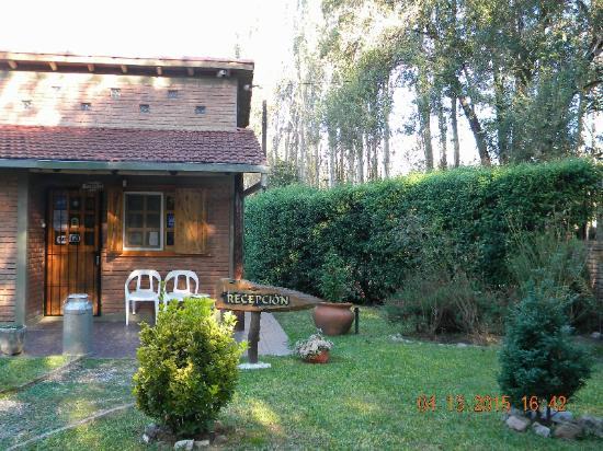 Bosque Encantado Cabanas: Recepción; junto a ella, vivienda de los propietarios (hay una pequeña despensa también)