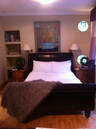 The Captain's Quarters: Kingsize bed x