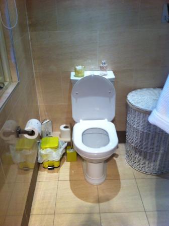The Captain's Quarters: Sparkling bathroom heated floors jacuzzi shower