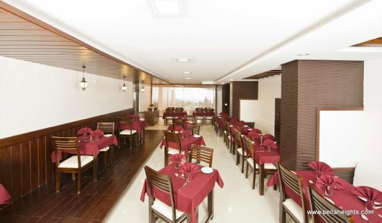 Bella Heights: Tree house restaurant