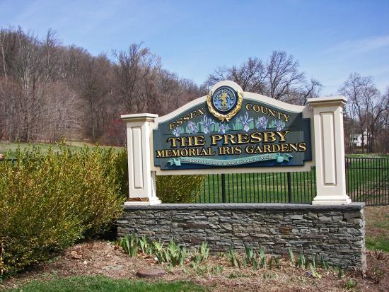 Presby Iris Gardens: Entrance Sign
