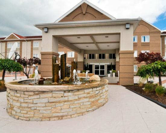 Holiday Inn Express & Suites Port Clinton: Our fountain