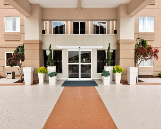 Holiday Inn Express & Suites Port Clinton: Our entrance