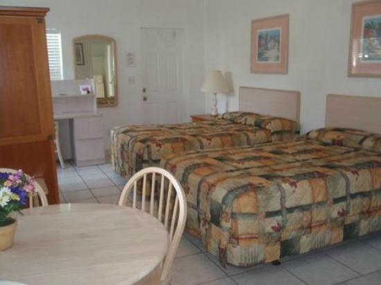 Richard's Motel Courtyard: courtyard 410 efficiency 2 beds
