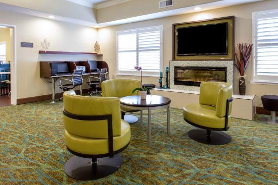 Comfort Suites Fresno RiverPark: Lounge