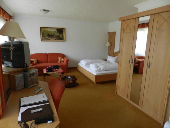 Waldhotel Sommerberg : Une des 2 chambres de la suite chambre