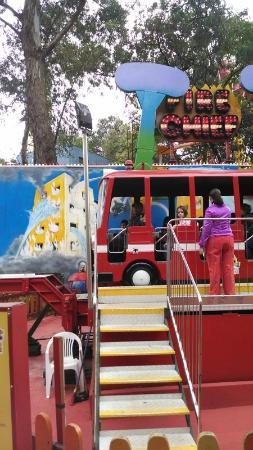 Cidade da Crianca: ônibus elevador