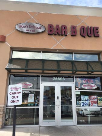 Moe's Original Bar B Que: Exterior