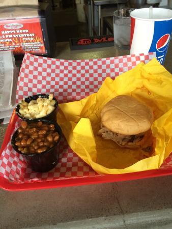 Moe's Original Bar B Que: pulled pork sandwich, baked beans, mac and cheese, iced tea