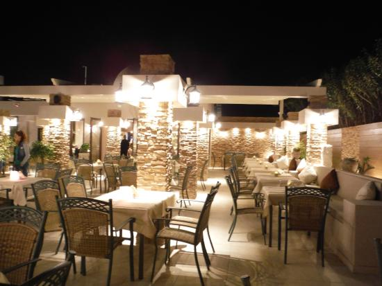 Pezouli Greek Restaurant : Outside Dining