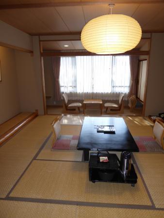 Nukumorino-yado Komanoyu : Large room with hot water/tea and snack upon arrival