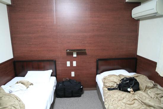 Fuji Park Hotel : ベッド異動がスムーズに?取り払われたセンターテーブル