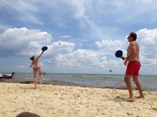 Foto De Blue Parrot Playa Del Carmen Playing Paddle Ball At The