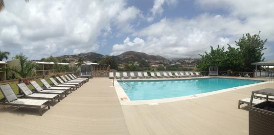 Royal St. Kitts Hotel: Vacant pool