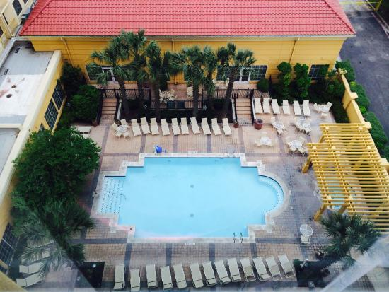 La Quinta Inn & Suites San Antonio Riverwalk: Pool and hot tub