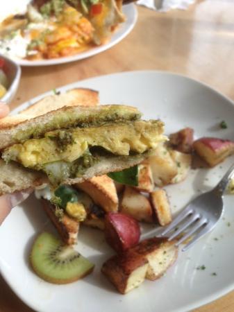 Artemisia Cafe: Pesto Breakfast Sandwich