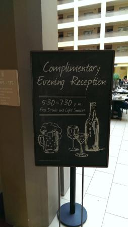 Embassy Suites North Shore / Deerfield: Evening cocktail