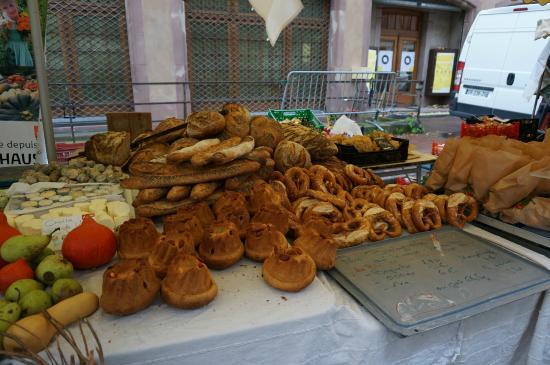 La Cruche D'or: 近所のマルシェにてパン屋