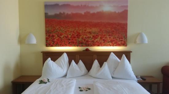 Sch ne zimmerdekoration bild von romantik hotel goldener for Zimmerdekoration