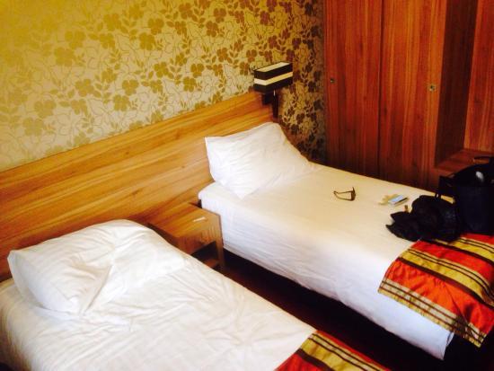 Hotel Duet: Twin room
