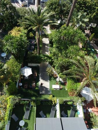 Hotel de Provence : vue de la chambre (6ème et) sur le jardin