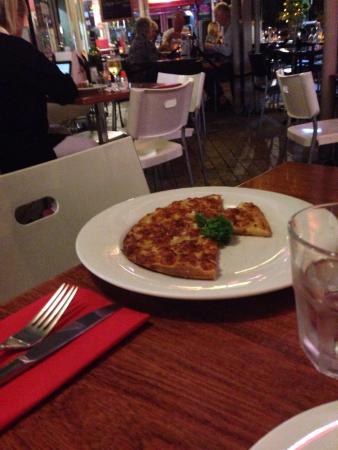 Raymondo's: Beautiful garlic bread pizza entree