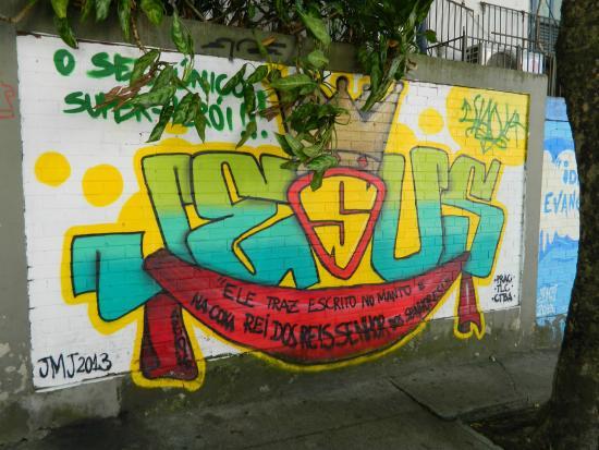 Bairro Cosme Velho: Muro do bairro da época da JMJ 2013