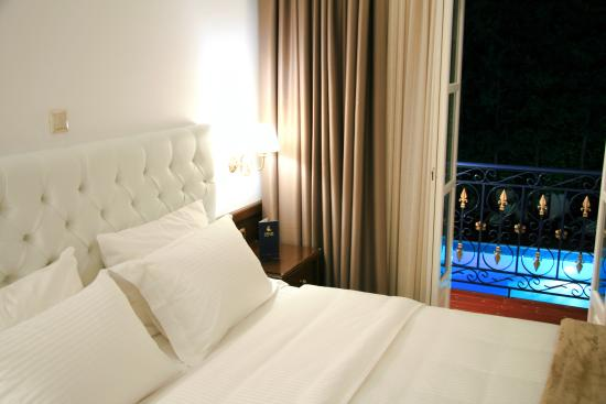 Armata Boutique Hotel: Pool View Room Renovated 2015