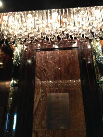 Regal Palace Hotel: elevator